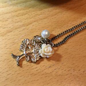 Jewelry - 🌸 Gold Tree Charm Necklace